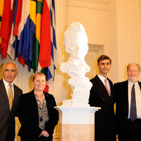 Italy Donates Bust of Amerigo Vespucci to the Organization of American States
